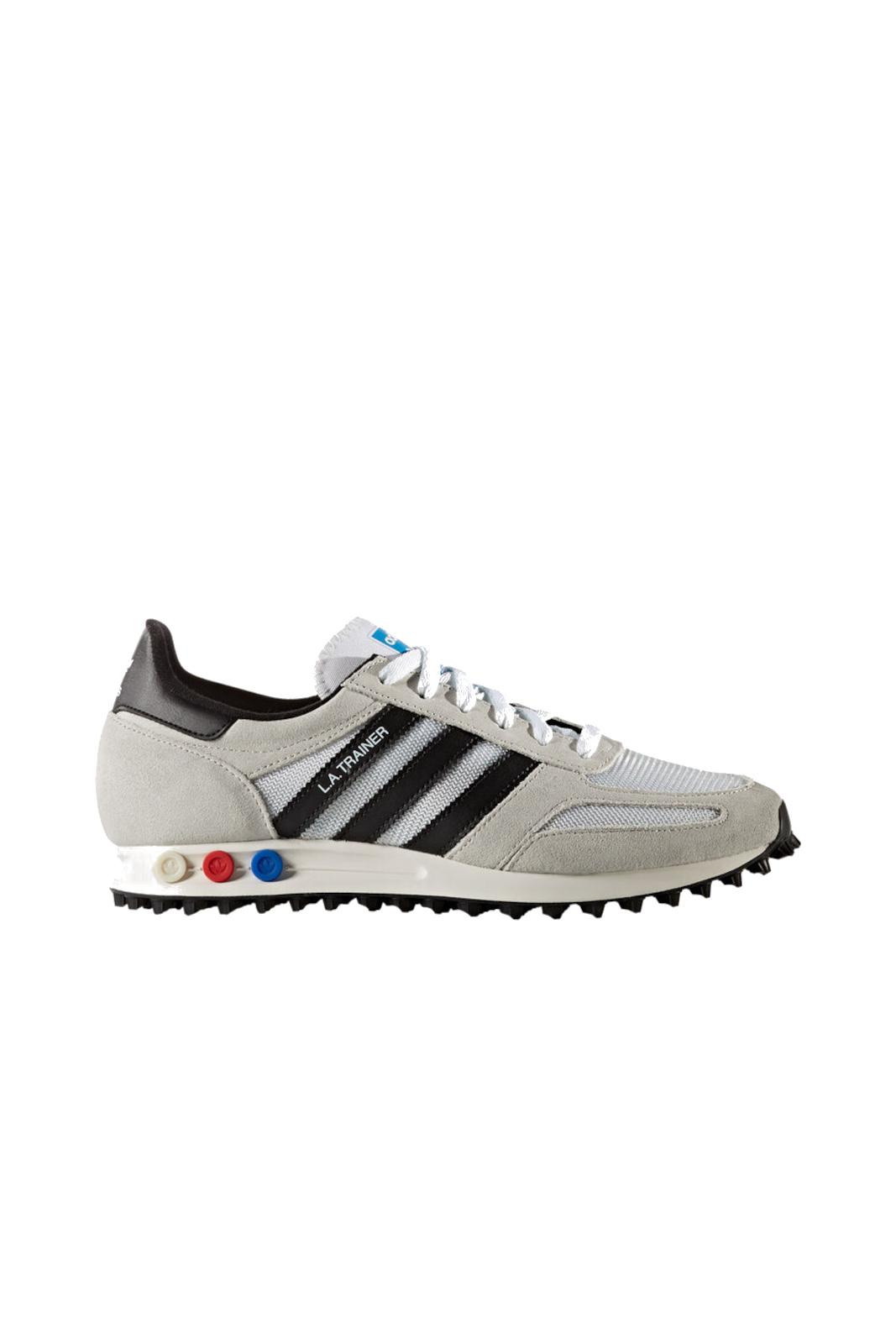 Sportiva e casual, la scarpa Adidas LA TRAINER OG. Perfetta per l'uomo che ama calzature comode, versatili, adatti ad ogni evenienza informale. Una garanzia di stile e comfort, grazie al fondo in gomma antiscivolo e la pelle scamosciata.