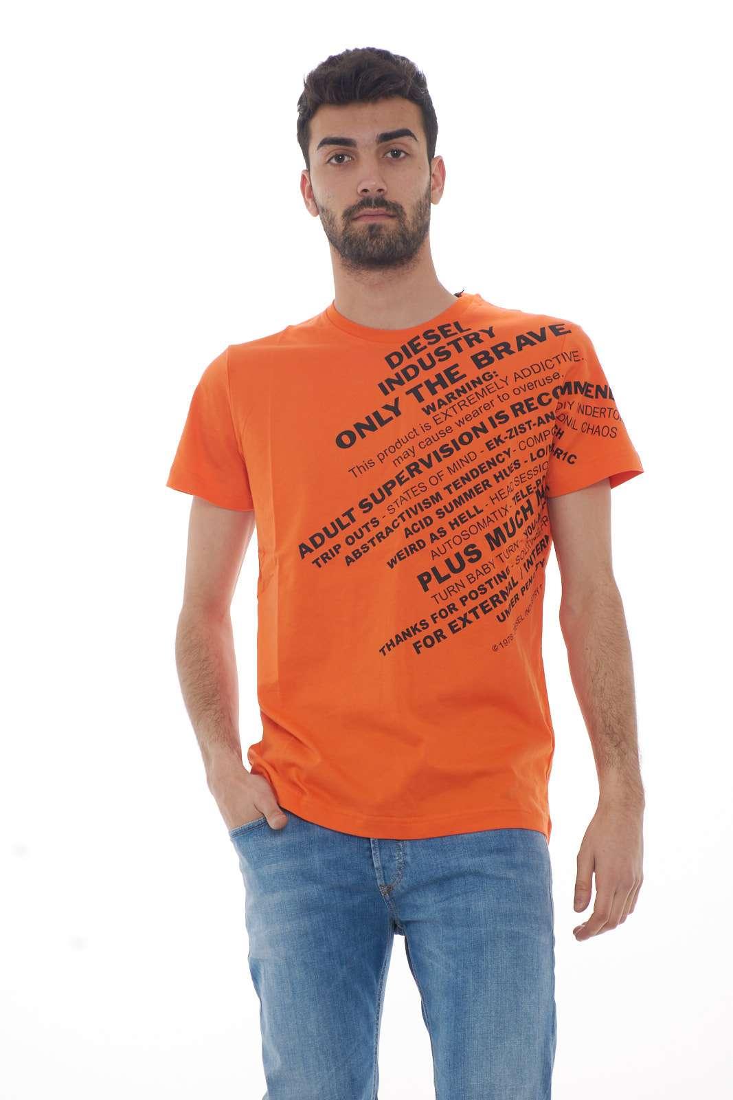 Una t shirt iconica e moderna, la T-DIEGO-S3 proposta da Diesel per la tua primavera estate. Perfetta per outfit casual e curati, al passo con le tendenze e non troppo impegnativi.