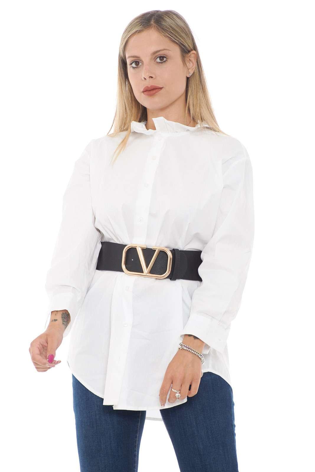 Una camicia che permette svariati abbinamenti, per uno stile chic e impeccabile tutti i giorni. Da indossare sopra ad un jeans, o da solo, per look più audaci, in entrambi i casi, si potrà abbinare ad un cinturone, per un total look davvero chic.
