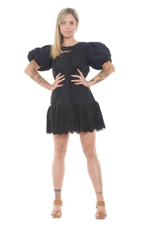 Un abito donna a tinta unita quello firmato Glamorous. Elegante e femminile, perfetto per far risaltare le proprie forme. Da abbinare ad un décolleté o ad un sandalo con tacco è un must have.