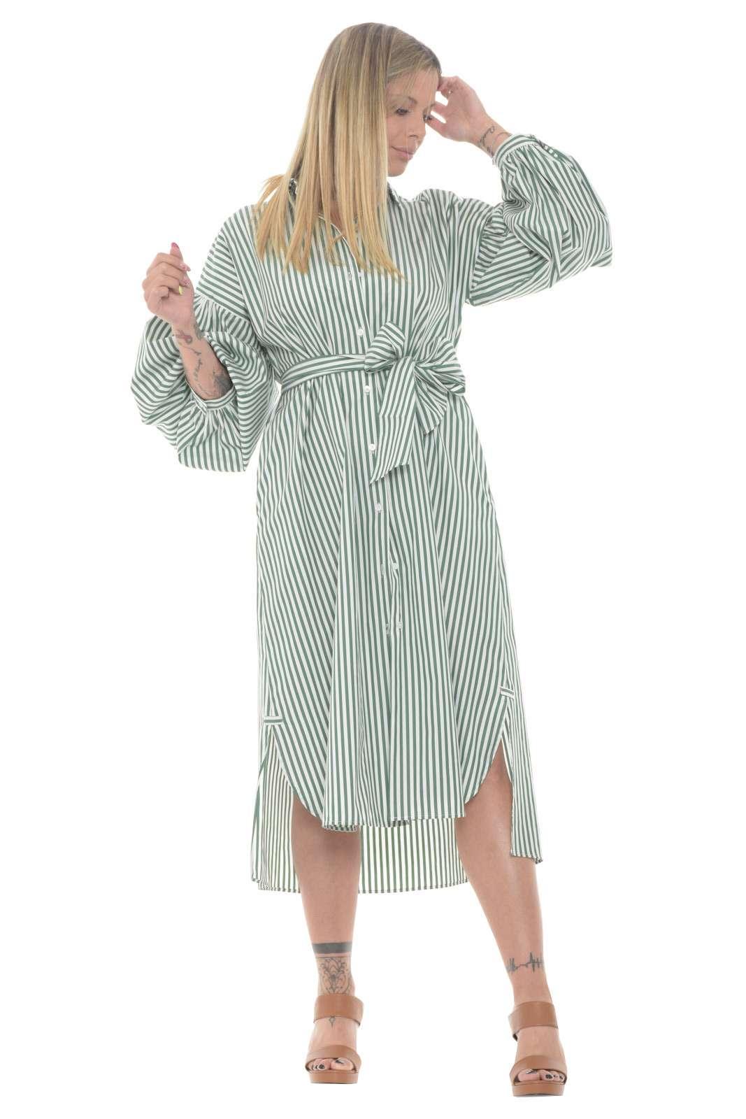 Un abito esclusivo, perfetto per la donna che ama variare i propri look, il modello RAGAZZA proposto da MaxMara per la sua nuova collezione Primavera estate. Fresco e leggero, risulterà morbido una volta indossato, e sarà l'ideale per look quotidiani sempre al passo con la moda del momento.