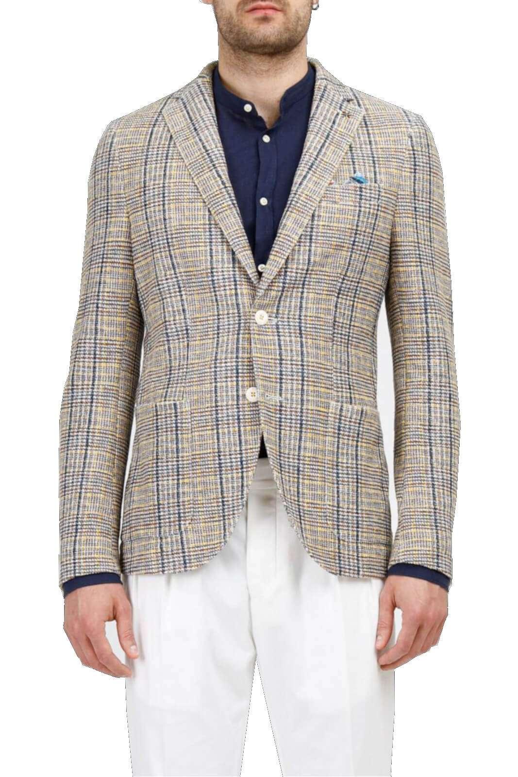 Elegante e moderna, questa giacca uomo firmata Manuel Ritz. Perfetta per cerimonie, e altre occasioni fashion, dove indossata con una camicia e pantalone, renderà ogni outfit unico ed impeccabile.