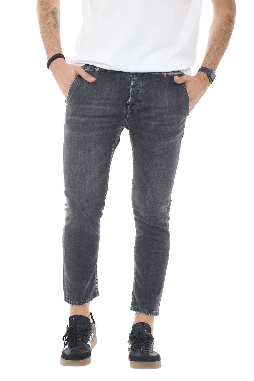 Semplice e comodo, il jeans firmato Michael Coal. Sempre alla moda, per l,uomo che vuole rendere il suo outfit impeccabile.