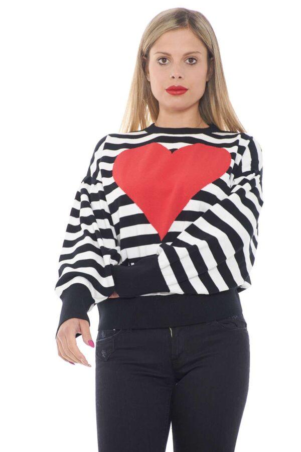 Una maglia fashion e femminile, per la donna che ama look semplici e curati. Caratterizzata da una fantasia a righe bicolore, e da un maxi cuore sul petto, per uno stile sempre di tendenza. Da indossare con un jeans e una sneaker per outfit comodi e pratici.