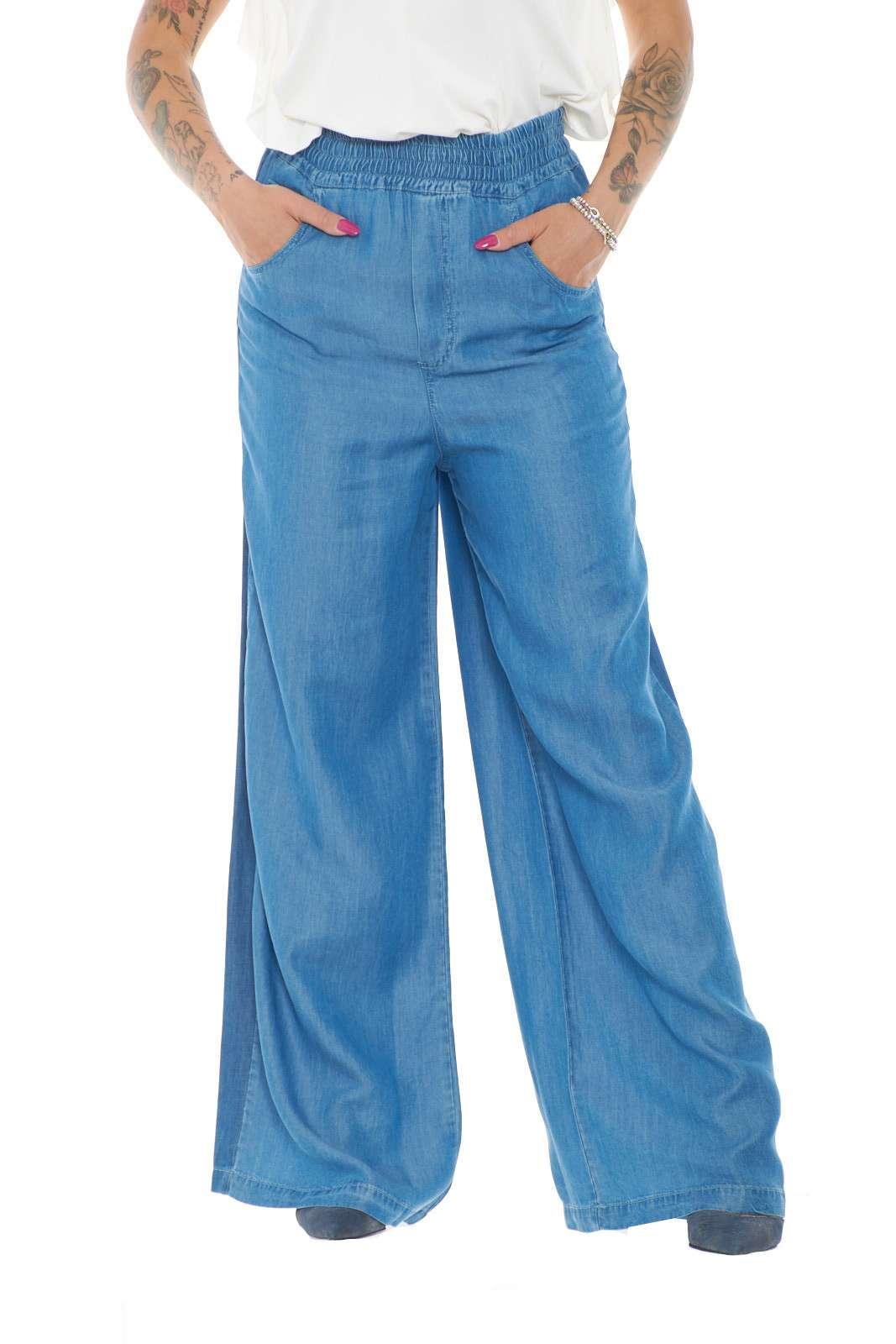 Un pantalone a palazzo trendy e moderno, quello proposto da Semicoutire, per i tuoi look più alla moda. Da abbinare a t shirt o bluse, renderai impeccabili i tuoi outfit più casual. Da sfoggiare anche per party o serate tra amici.