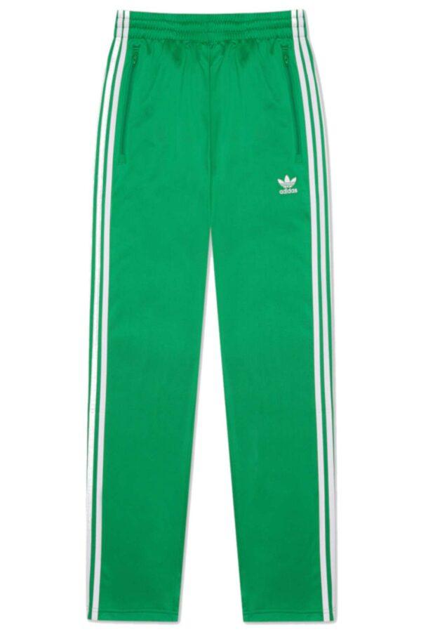 Sportivo, comodo e casual, il pantalone il TRACK PANTS FIREBIRD della nuova collezione Adidas. Da abbinare ad una t shirt, e un paio di sneaker, per outfit iconici e urban.