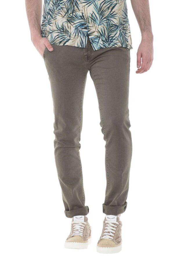 Per l'uomo che non si accontenta, Barba propone il modello JPARK, per look semplici ed esclusivi. Un luxury denim, interamente Made in Italy, per un comfort e uno stile senza eguali.