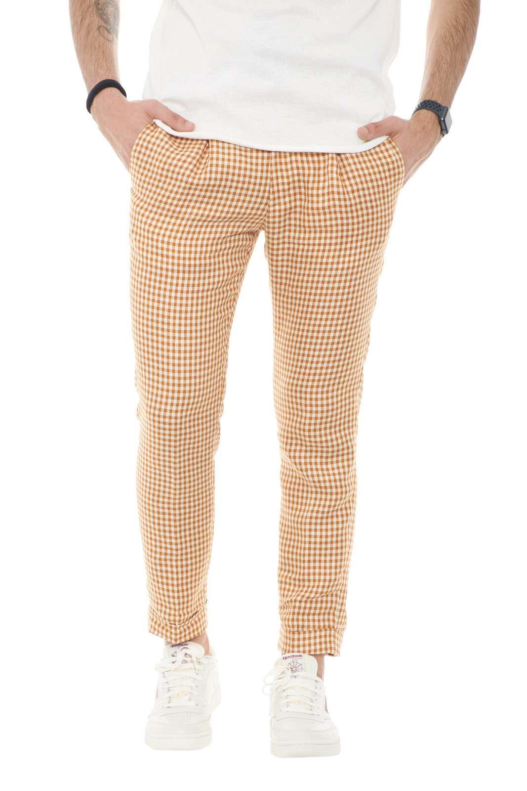 Un pantalone per l'uomo che ama risultare elegante e trendy in ogni evenienza. Il Michael Coal FREDERICK3672, garantirà stile e classe, grazie alla sua fantasia in pied de poule, e al taglio capri, per un look sempre sul pezzo. Ideale da indossare per cerimonie e occasioni formali.