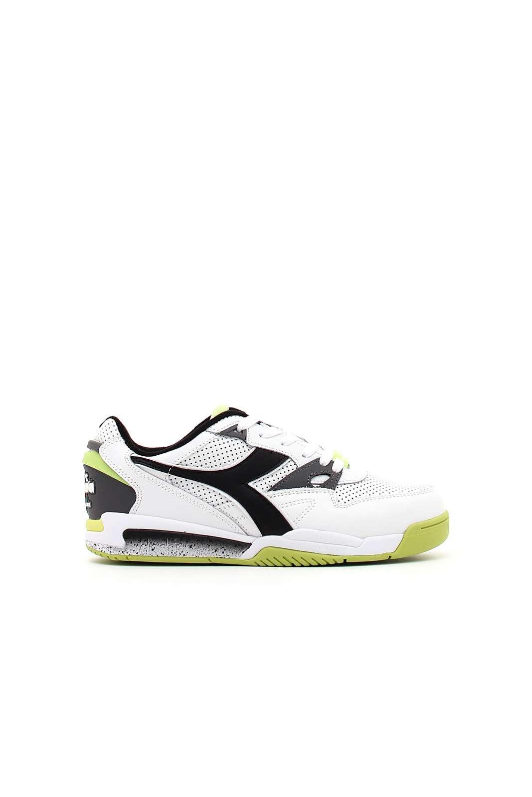 Una rivoluzionaria scarpa da tennis, creata con l'innovativa tecnologia Double Action visibile nel design stesso, combina la potenza di ammortizzazione, reattività ed equilibrio con un look ultra moderno. Realizzata in pelle premium con contrasti di colori pop