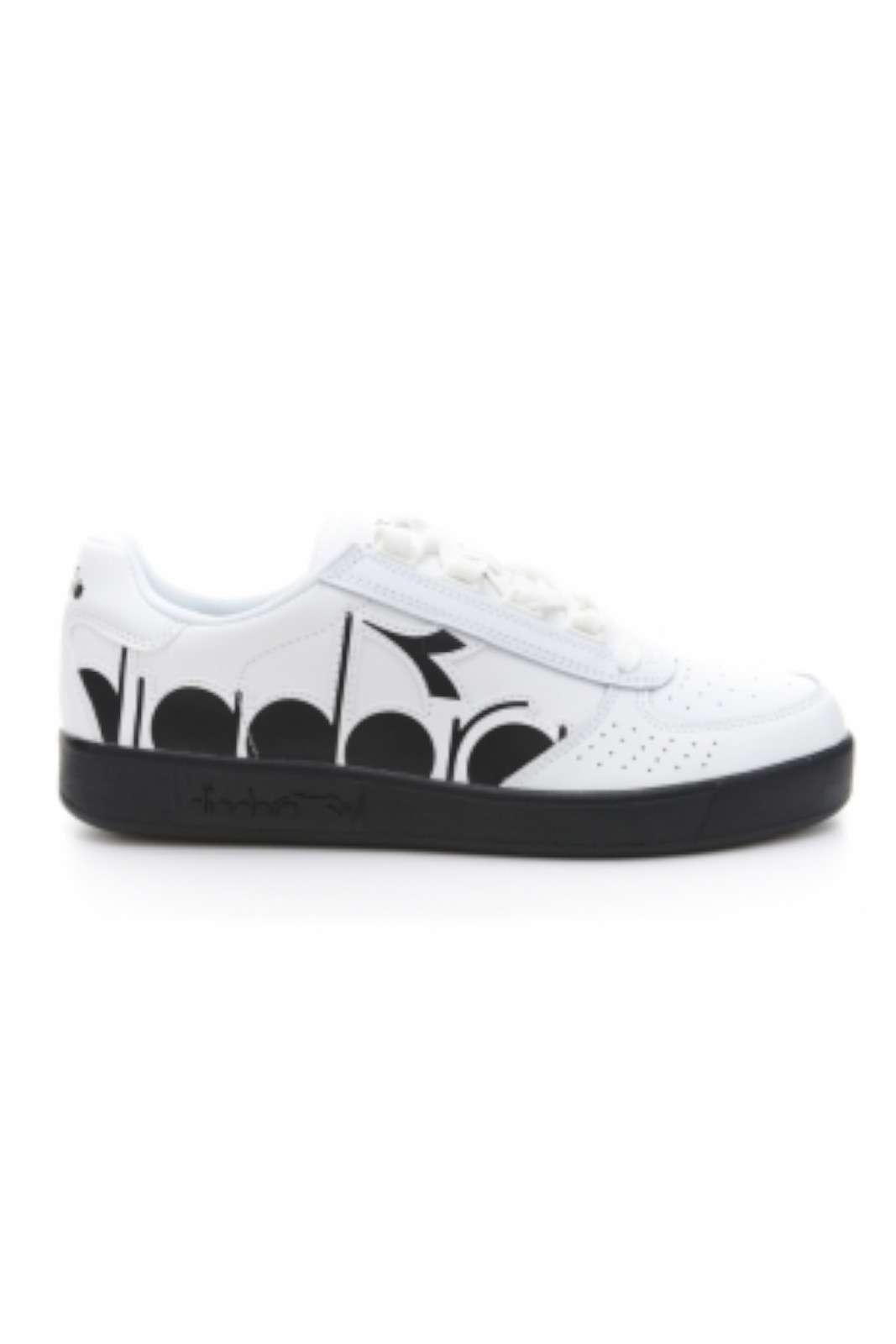 Una sneakers unisex quella proposta dalla collezione Diadora. Da indossare nelle giornate quotidiane con outfit sempre diversi e alla moda.