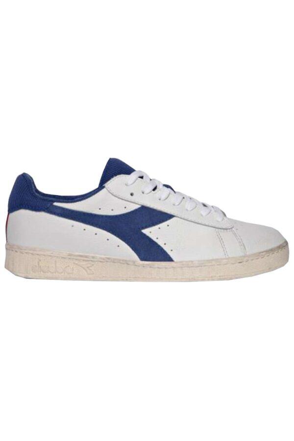Una sneakers da uomo quella proposta dalla collezione Diadora. Caratterizzata dal mix di pelle pieno fiore bottolata e textile. Da indossare in qualsiasi occasione per il tuo comfort.