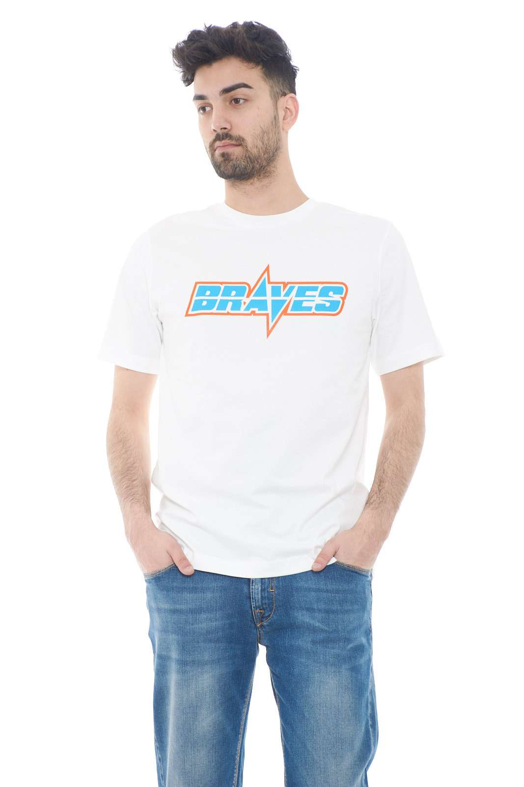 Semplice e curata, la t shirt firmata Diesel. Perfetta per i look quotidiani dove la semplicità è al primo posto. Abbinata ad un jeans o un bermuda è un must have.