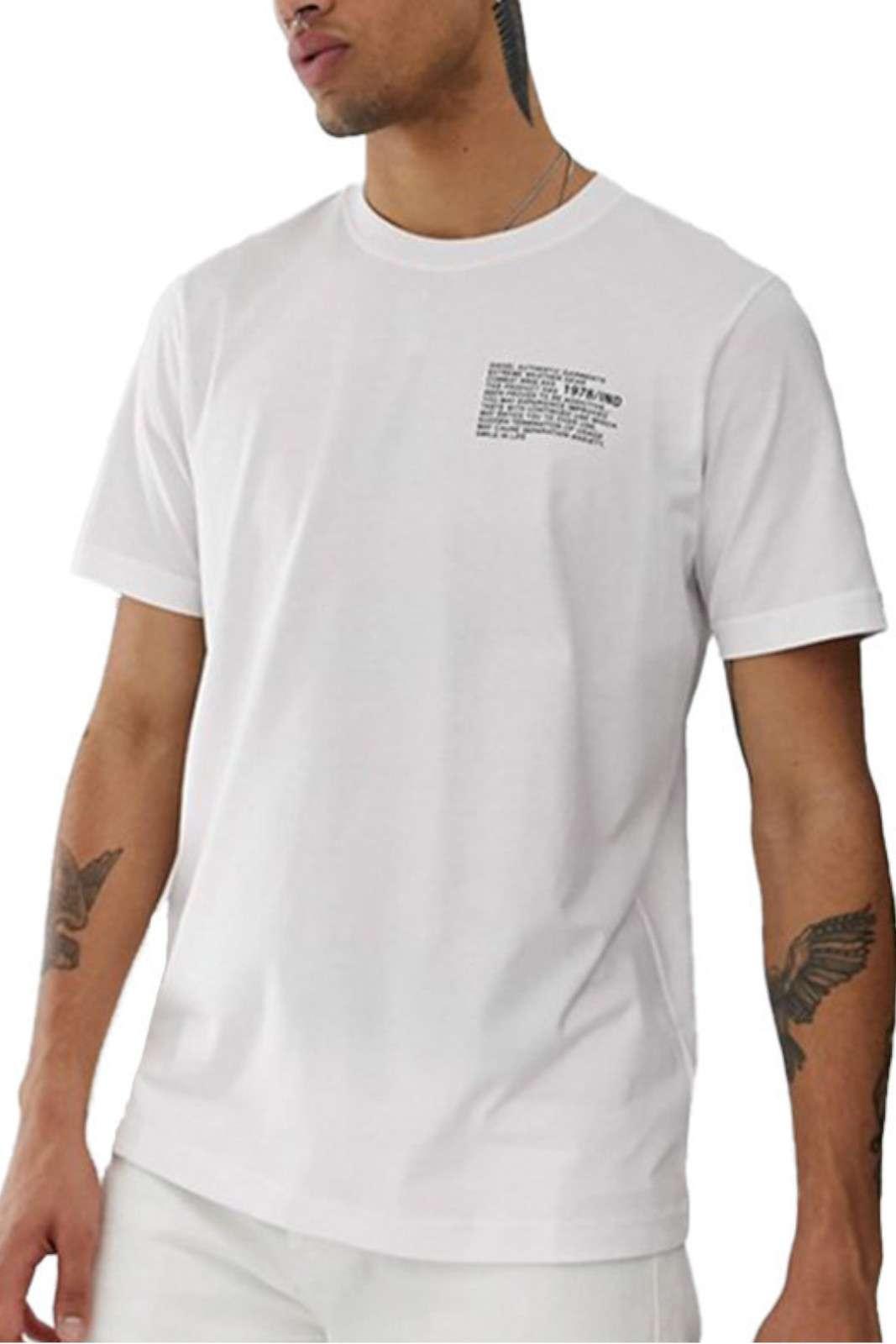 Una t shirt semplice quella proposta dalla collezione Diesel. Da indossare nelle calde giornate estive o nelle giornate quotidiane. Abbinata ad un bermuda o un jeans è perfetta.