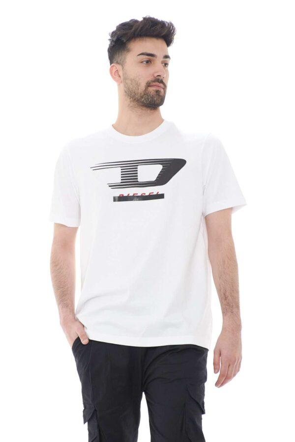 Stile e semplicità, per la t shirt Diesel T JUST. Perfetta per l'uomo che per l'estate ama capi semplici e freschi, che però non rinunciano alla firma esclusiva.