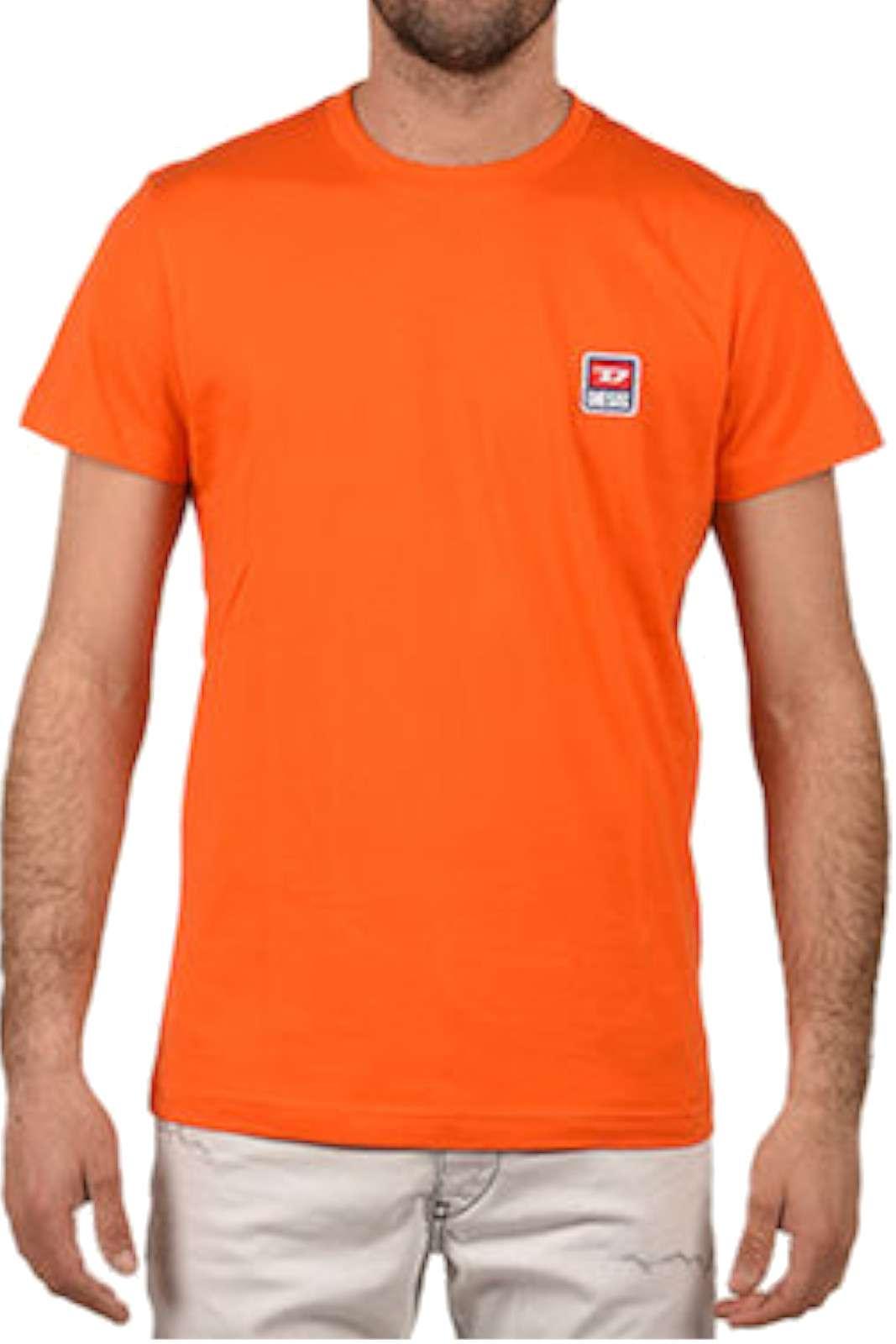 Una t shirt dalla stile inconfondibile quella proposta dalla collezione Diesel. Semplice e dal colore acceso, per un look sempre alla moda.