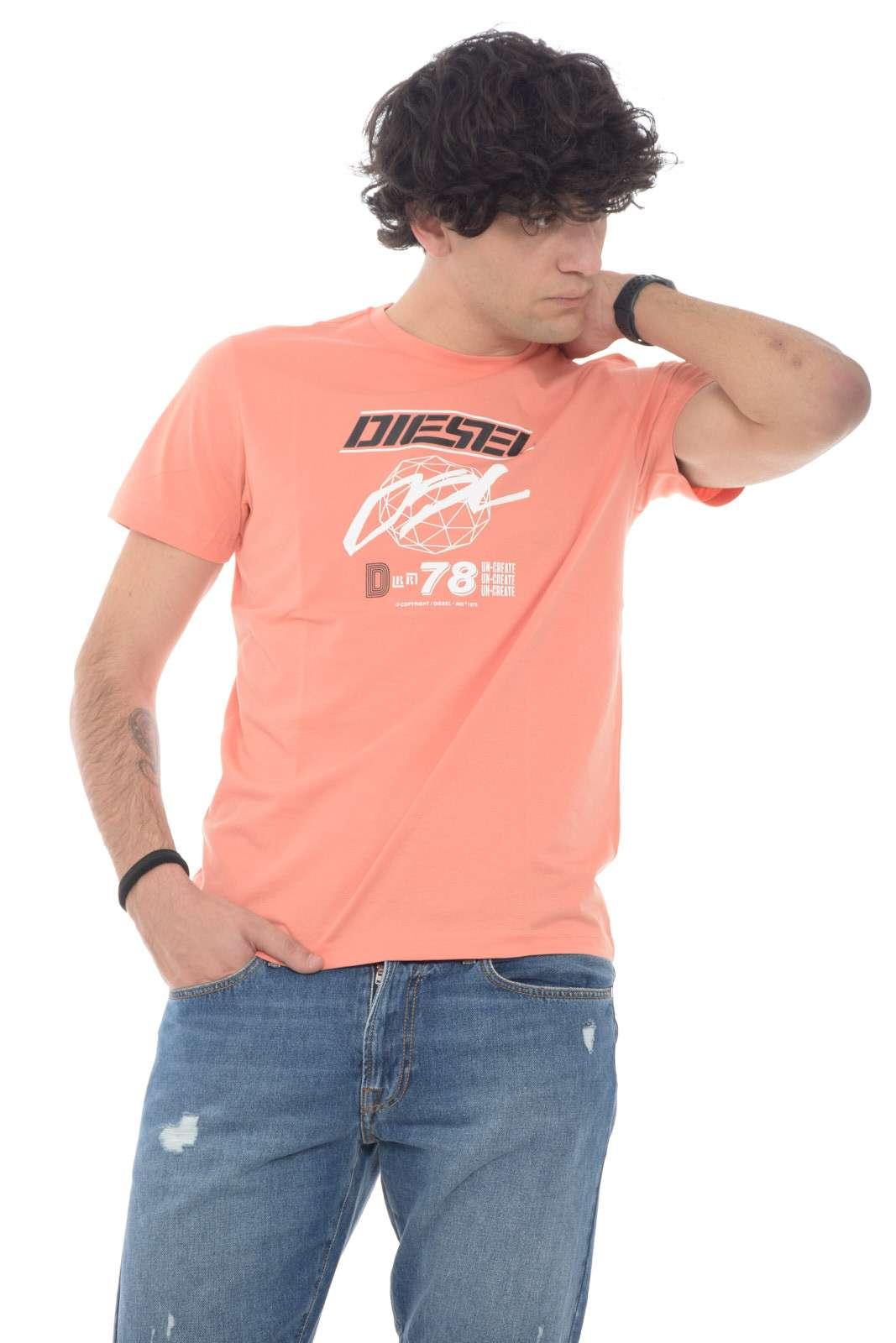 Sfodera un capo iconico e versatile per la tua routine, per un look sempre sul pezzo. La t shirt T DIEGOS, firmata Diesel, renderà alla moda ogni abbinamento, per un'aspetto sempre curato.
