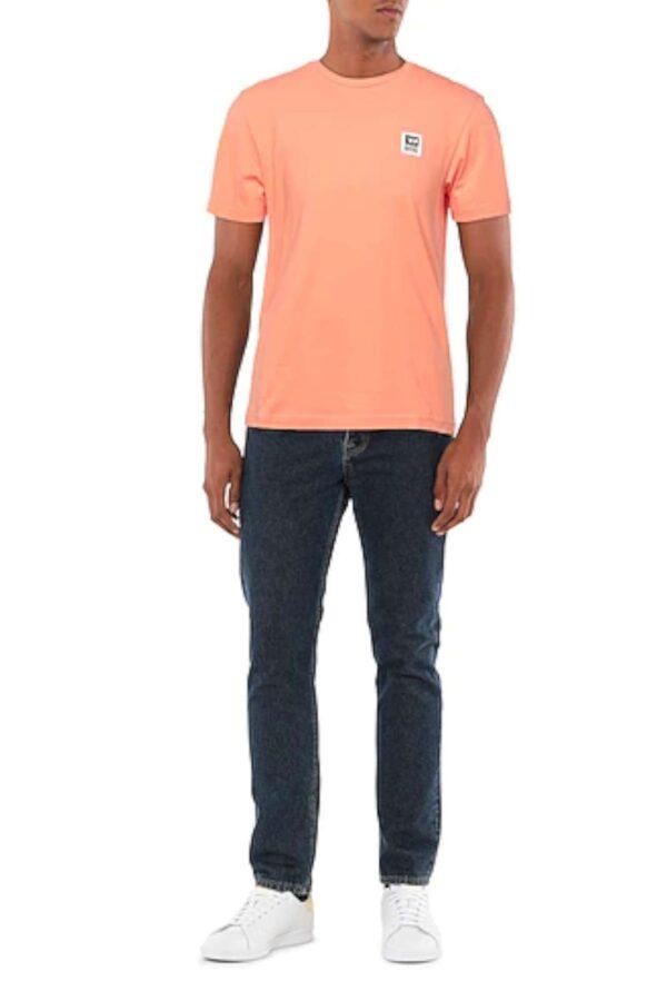 Una t shirt classica firmata Diesel. Da indossare nelle calde giornate estive per la sua comodità. Abbinata ad un bermuda o un jeans è un must have.