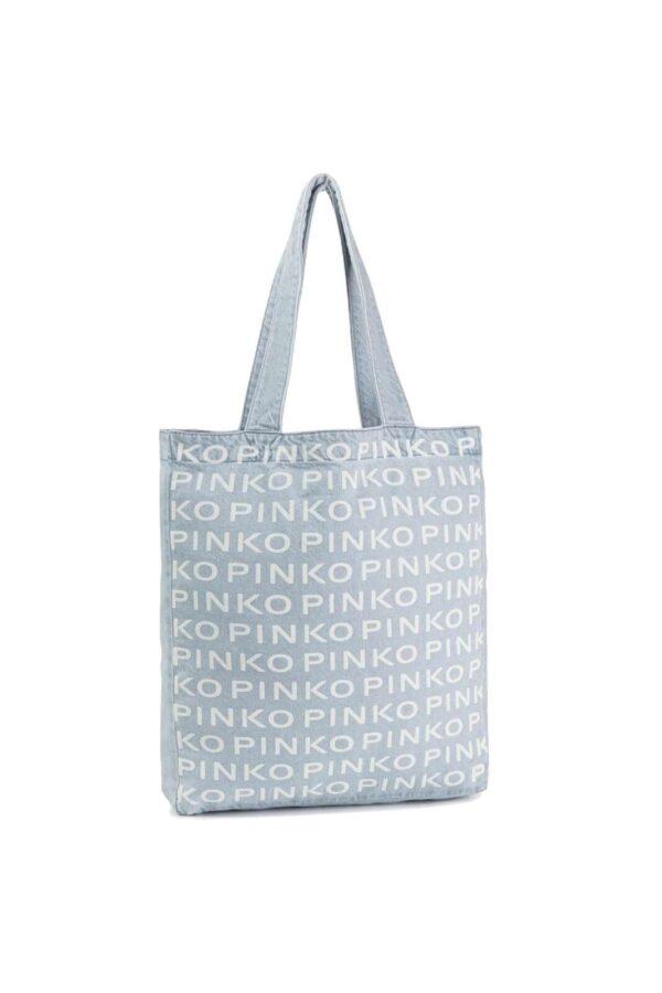 Una borsa in denim quella proposta dalla collezione Pinko. Caratterizzata dai loghi lettering sul davanti che la rendono originale e alla moda.