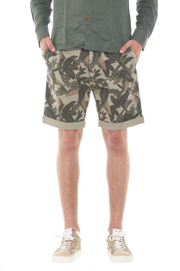 Un bermuda casual quello proposto da Daggs. Da indossare con ogni tipo di look, è il must have di stagione.