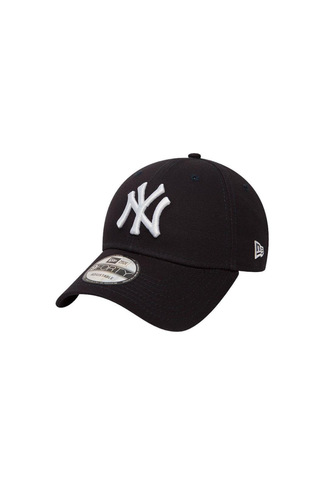 Semplice e casual, il cappello 90Forty di New Era, ti garantirà protezione e stile, grazie alla sua visiera curva, e al maxi logo dei New York Yankees. Per chi ama accessori sempre iconici.