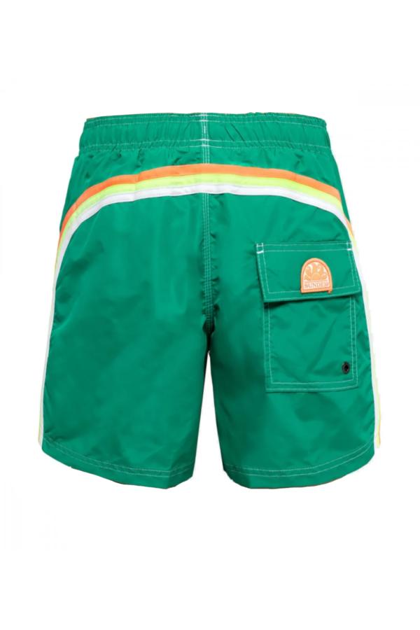 Un icona del abbigliamento beachwear da uomo, i costumi Sundek, proposti in un modello semplice e classico, ma che garantirà un look esclusivo anche durante le tue vacanze.