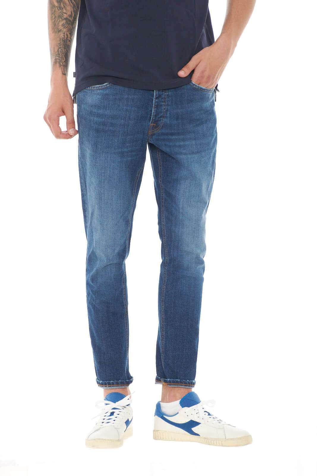 Semplicità e stile, per questo jeans Mc Denimerie, perfetto per le tue occasioni più mondane. Perfetto per l'uomo che ama outfit curati, ma allo stesso tempo poco elaborati e versatili. Renderà fashion ogni abbinamento tu scelga.