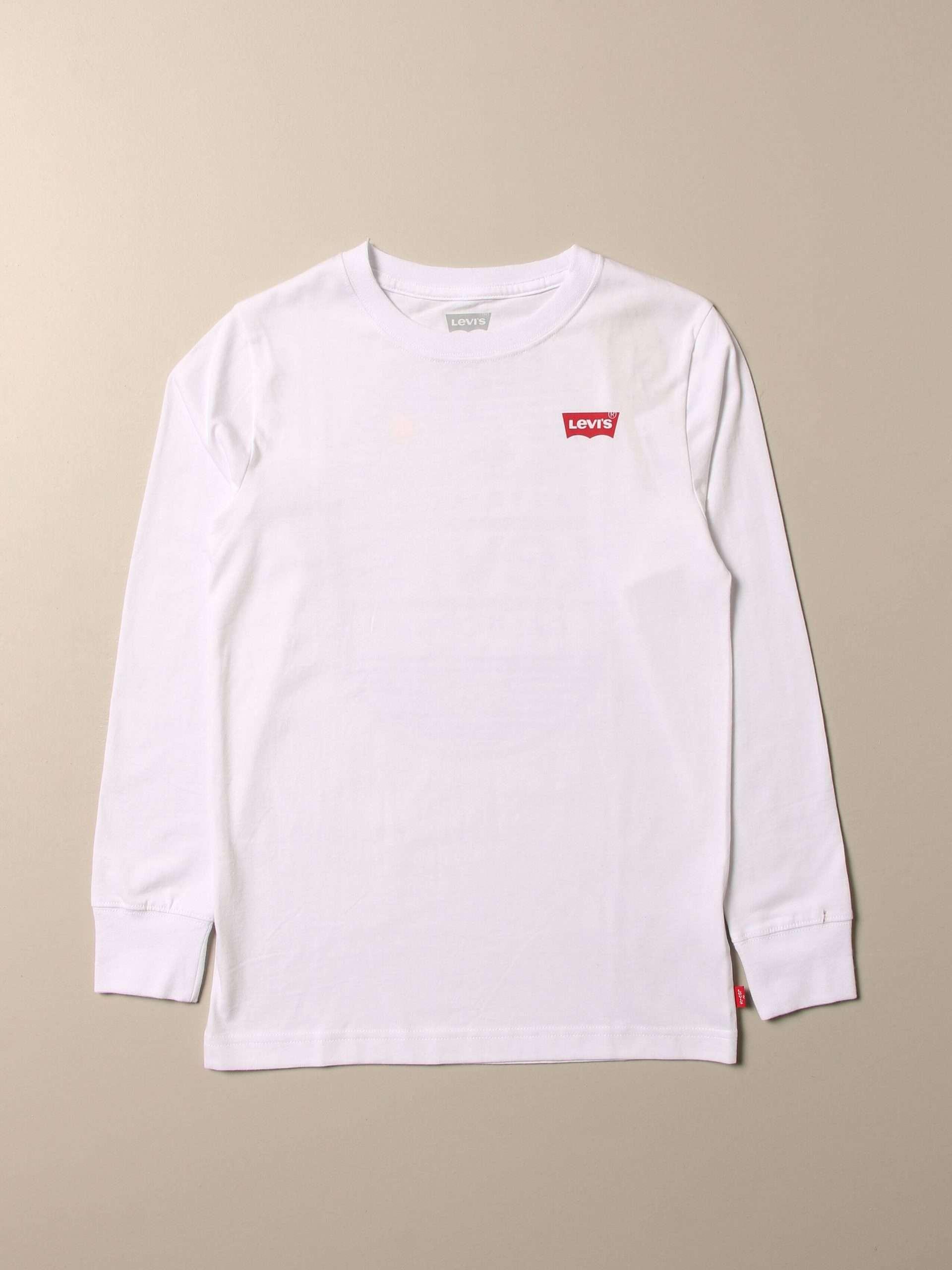 Una maglia perfetta per la mezza stagione, e le fresche serate estive, quella proposta dalla linea Levi's Kids. Per un look curato e versatile anche per i più piccoli.