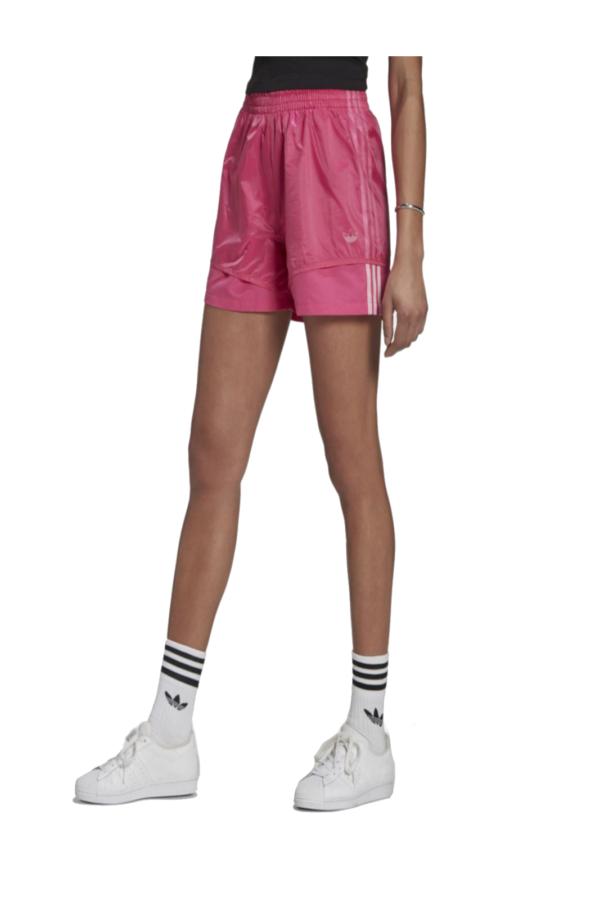Un pantaloncino sportivo e iconico, il modello FAKTEN di Adidas. Perfetto per attività sportive, e outfit informali.